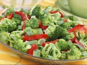 brokoli salatası yapımı