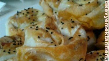 Ispanak İçli Gül Böreği