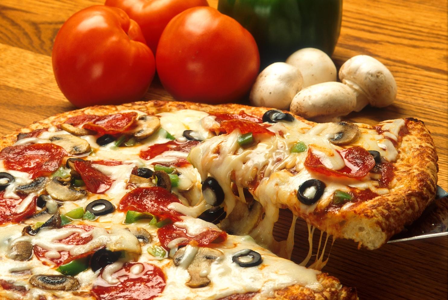 Çeri domatesli pizza tarifi