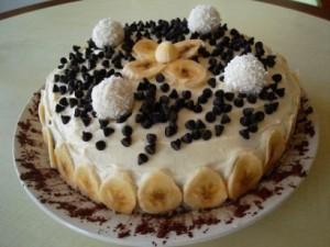 Muzlu Yaş Pasta Tarifleri Sunumu