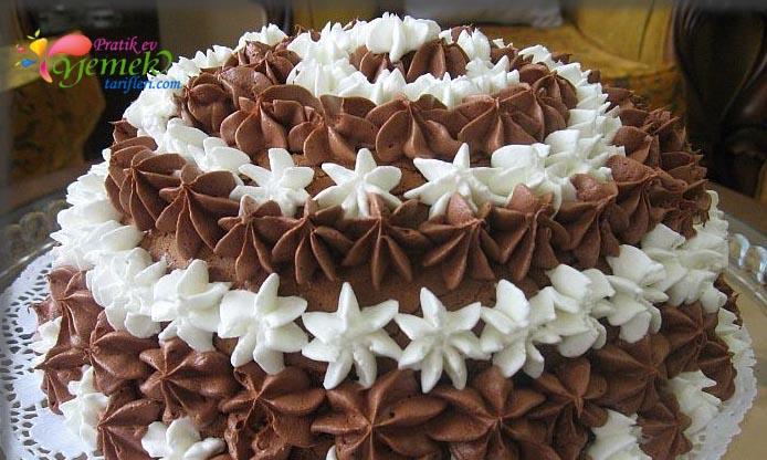 Resimli yaş pasta tarifi