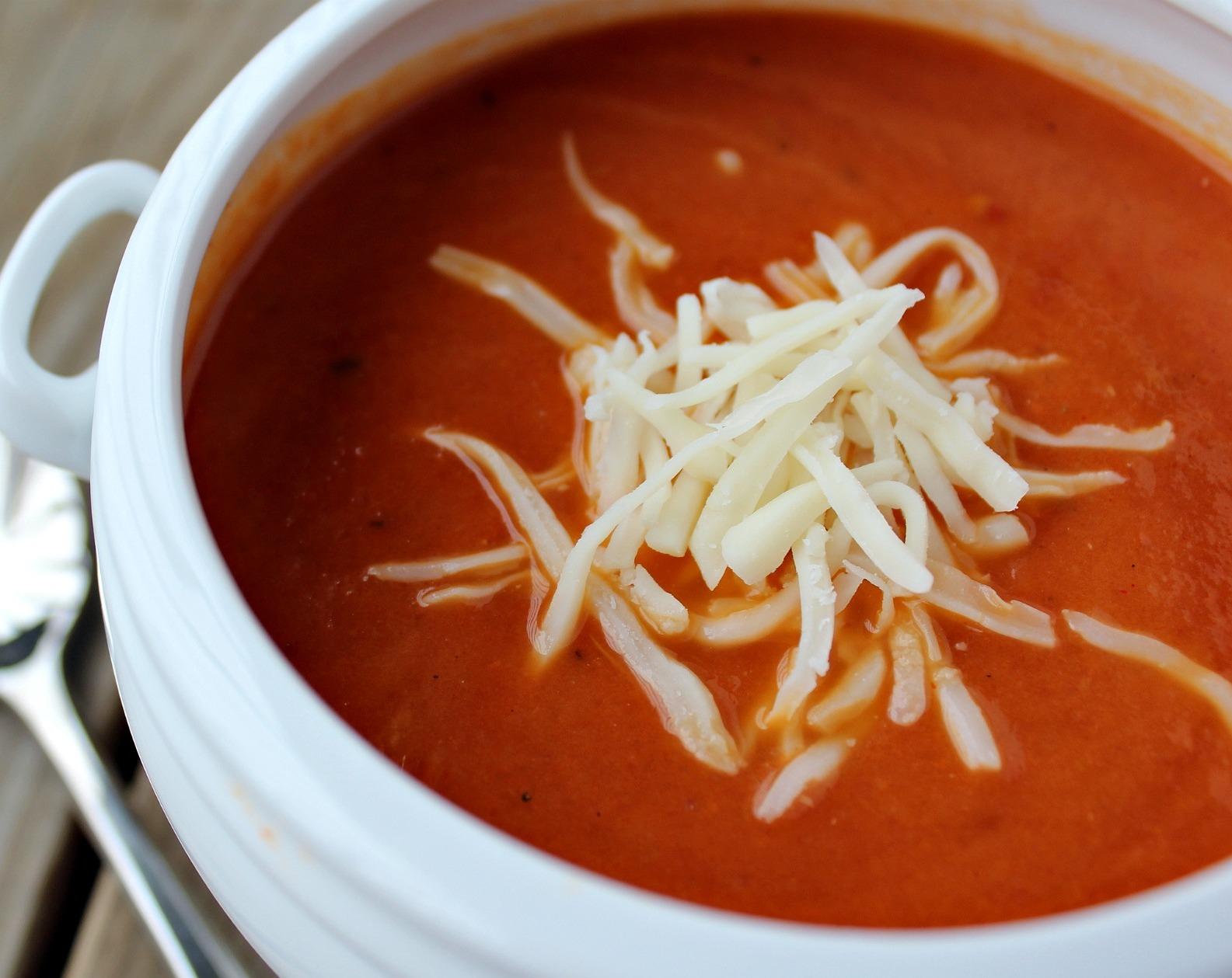 Rendelenmiş Kaşar Peynirli Domates Çorbası