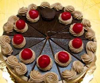 frambuazli-ve-cikolatali-kek
