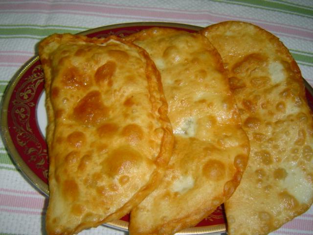 Çiğ börek hazırlanışı